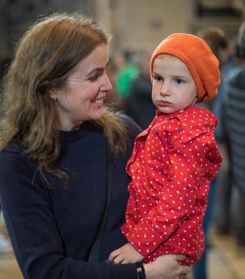 452867af Det kanske inte ser ut så av Folkes min på bilden – men barnen och Lotta  klickade direkt! Hon var så varm och härlig och lite som ett uppslagsverk  kring ...